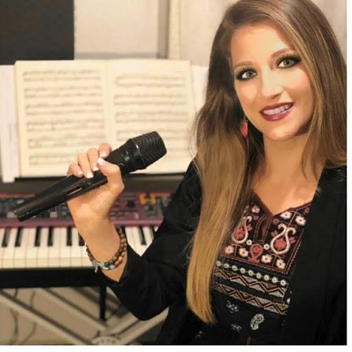 Alexandra Raia vocal coach